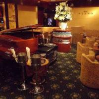 六本木のクラブ、ピアノの店内画像