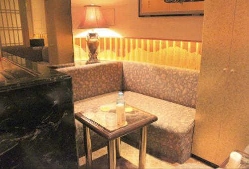 銀座のニュークラブ、金銀彩(きんぎんさい)の店内画像