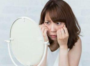 美容整形を悩む女性のイメージ画像