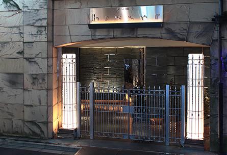 六本木ビゼのあるビル入口
