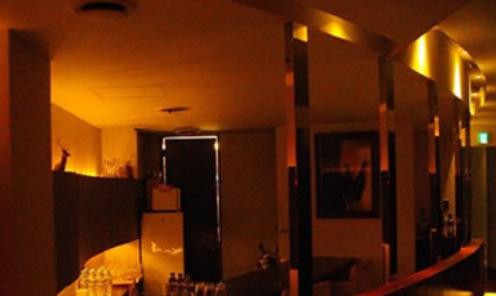 銀座会員制クラブ、シレーヌのバーカウンター