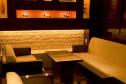 六本木クラブ、ピアノの店内画像1