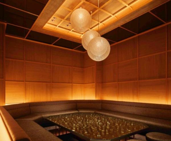 新宿歌舞伎町キャバクラ『ハナビ華灯』の店内